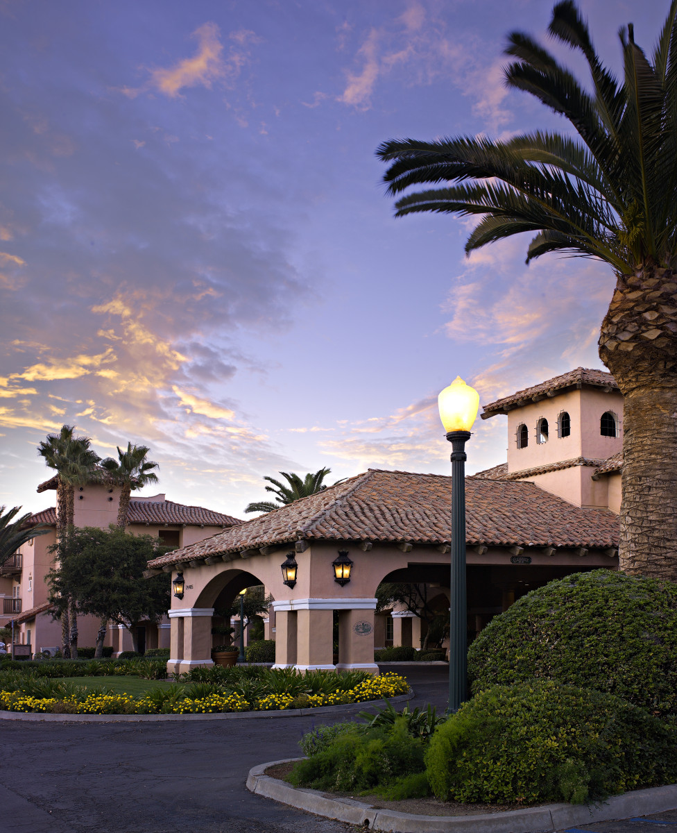 Circular drive at main entrance to Harris Ranch Inn - view from right