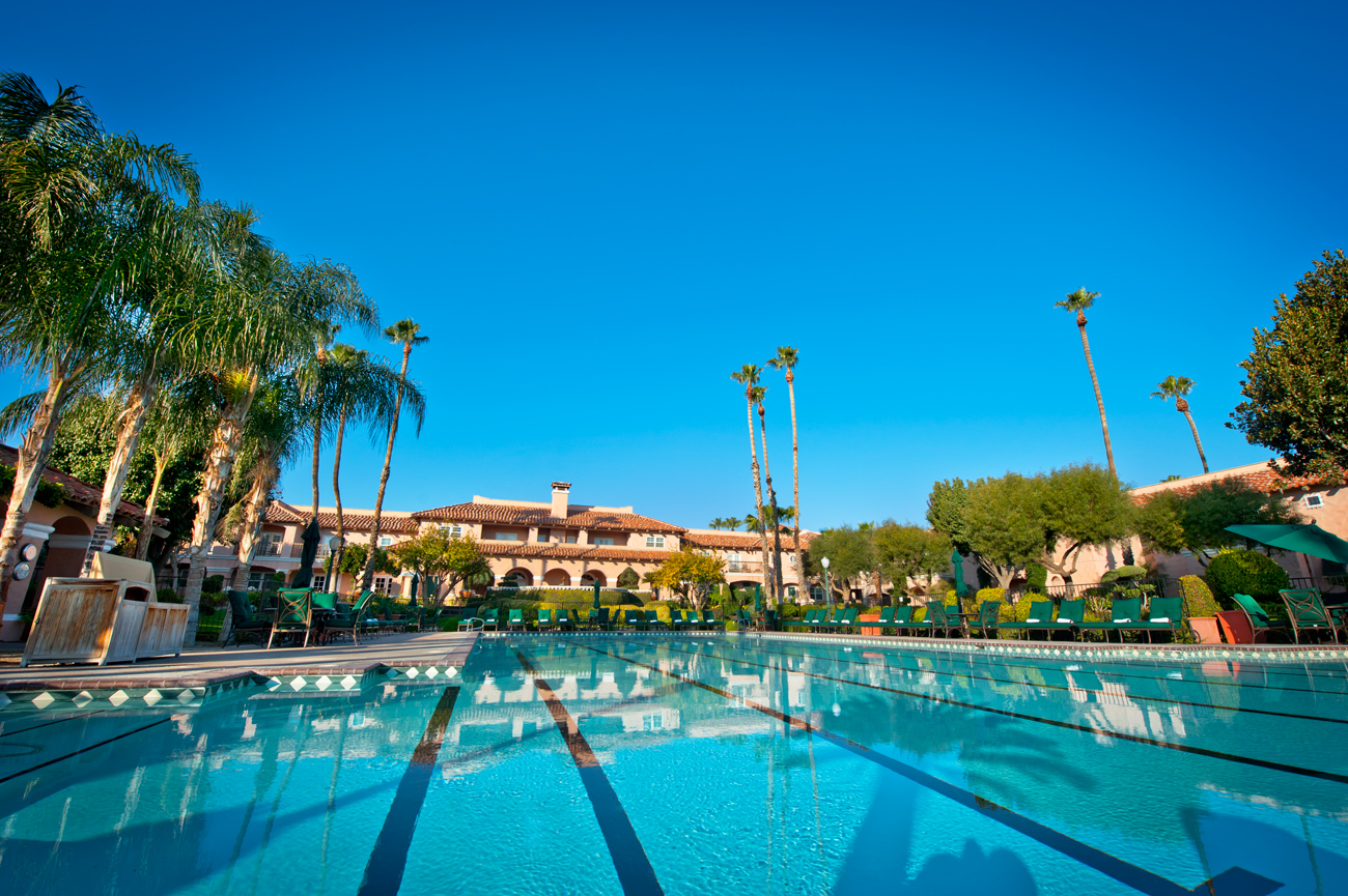 Olympic-size pool at Harris Ranch Inn surrounded by palm trees